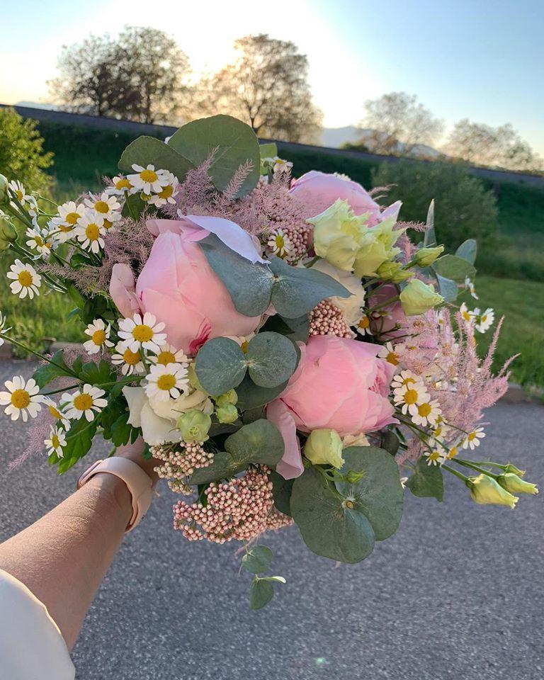 kytica z mixu kvetov Bouquet
