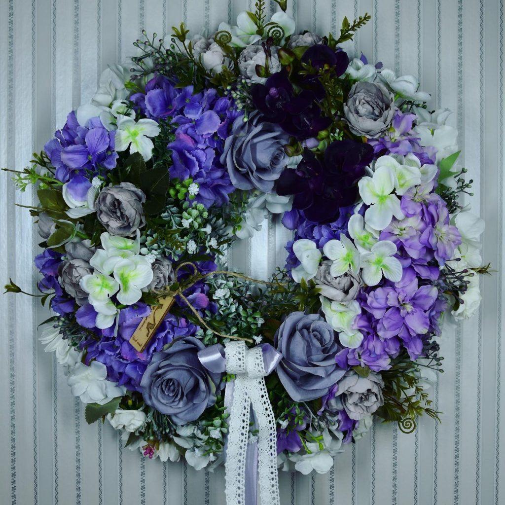 veniec z umelych kvetov